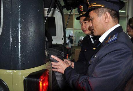 Khai truong xe du lich tu lai qua cua khau quoc te Mong Cai - Anh 1