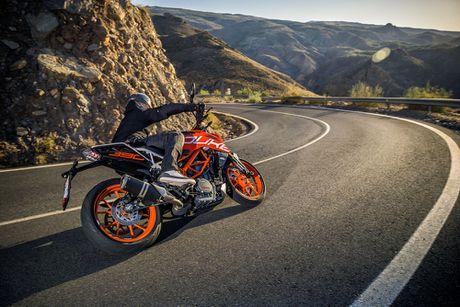 KTM Duke 390 2017 thay doi lon ve dien mao - Anh 1
