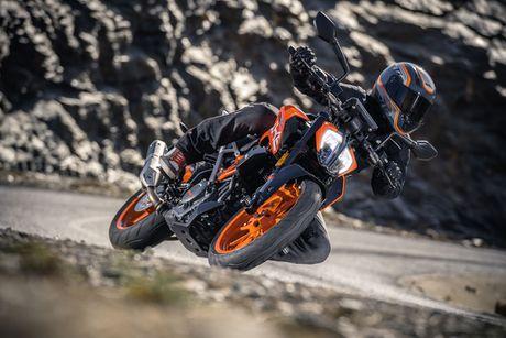 KTM Duke 390 2017 thay doi lon ve dien mao - Anh 3