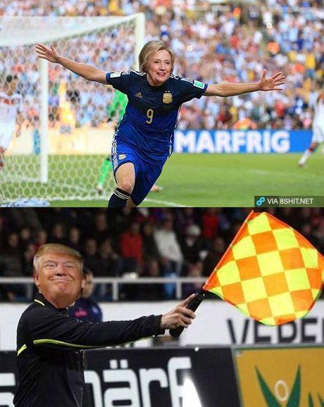 Anh vui Trump danh bai Clinton phien ban bong da - Anh 1