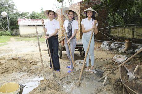 Pham Huong doi mua dua don ba con vung lu - Anh 6