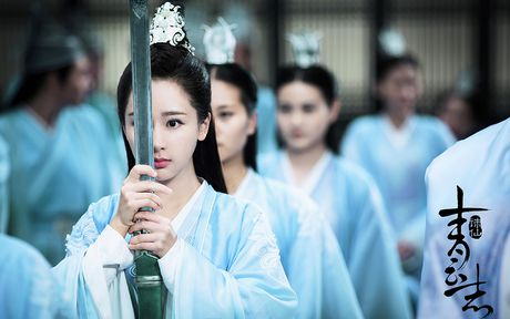 Bom tan 'Tru Tien': Cang khen cang that bai - Anh 1