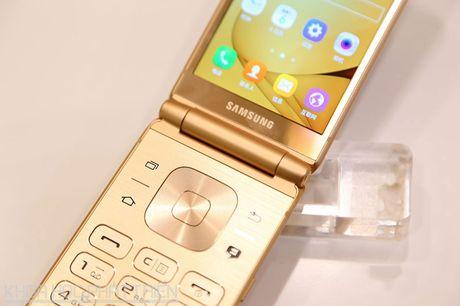 Chiem nguong ve dep smartphone nap gap, gia gan 3.000 USD cua Samsung - Anh 11