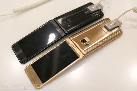Chiem nguong ve dep smartphone nap gap, gia gan 3.000 USD cua Samsung - Anh 22