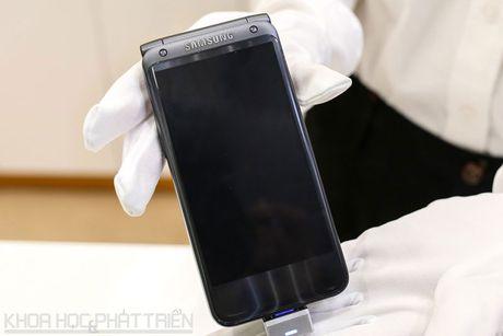 Chiem nguong ve dep smartphone nap gap, gia gan 3.000 USD cua Samsung - Anh 24