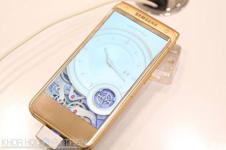 Chiem nguong ve dep smartphone nap gap, gia gan 3.000 USD cua Samsung - Anh 26