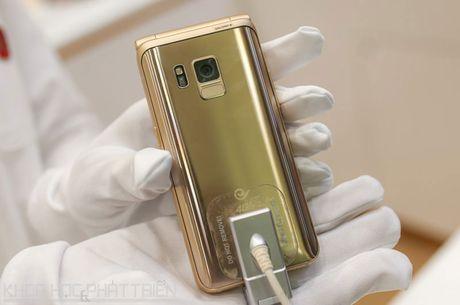 Chiem nguong ve dep smartphone nap gap, gia gan 3.000 USD cua Samsung - Anh 27