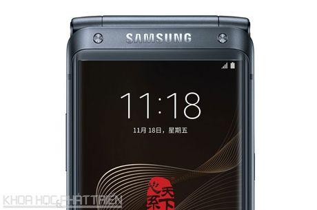 Chiem nguong ve dep smartphone nap gap, gia gan 3.000 USD cua Samsung - Anh 29