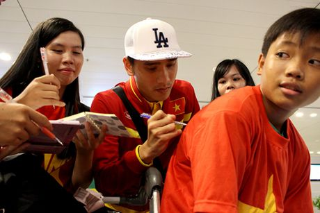 Cong Phuong, Tuan Anh bi fan nu 'vay' o Can Tho - Anh 11