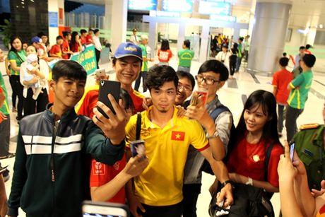Cong Phuong, Tuan Anh bi fan nu 'vay' o Can Tho - Anh 12