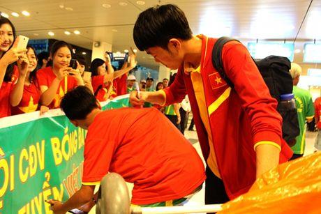 Cong Phuong, Tuan Anh bi fan nu 'vay' o Can Tho - Anh 7