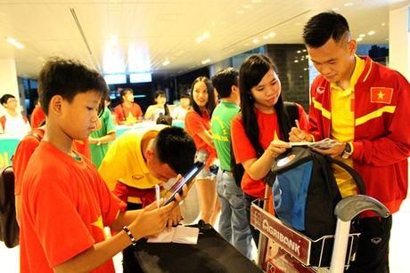 Cong Phuong, Tuan Anh bi fan nu 'vay' o Can Tho - Anh 9