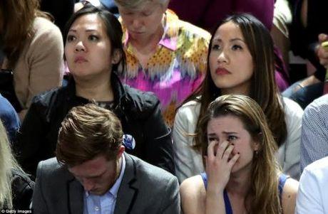 Ong Donald Trump tro thanh tan Tong thong My: Dan My ke khoc nguoi cuoi - Anh 1