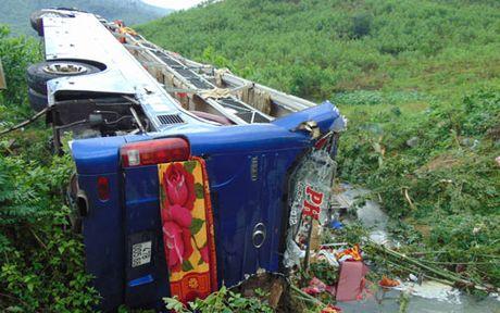 Vu lat xe khach o Quang Nam: Danh tinh cac nan nhan - Anh 1
