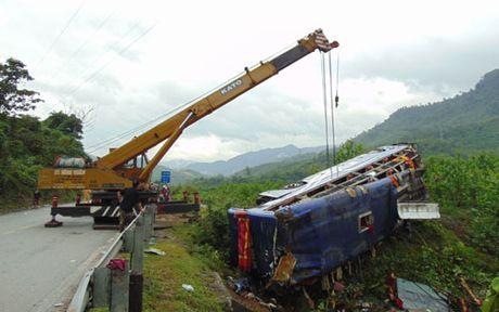 Vu lat xe khach o Quang Nam: Danh tinh cac nan nhan - Anh 2