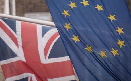 EU ha du bao tang truong Eurozone va Anh trong nam 2017 - Anh 1