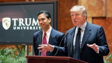 Truoc khi vao Nha Trang, ong Trump se phai ra hau toa - Anh 2