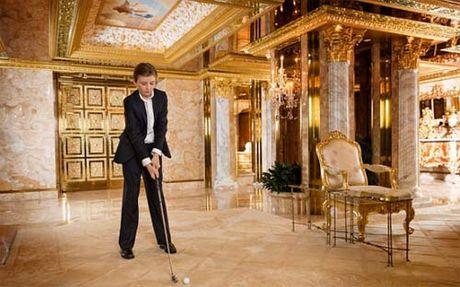 Cau ut nha Donald Trump moi 10 tuoi da ra dang soai ca - Anh 13