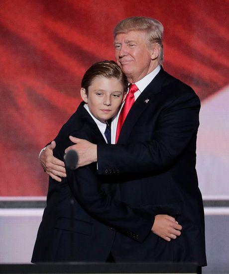 Cau ut nha Donald Trump moi 10 tuoi da ra dang soai ca - Anh 1