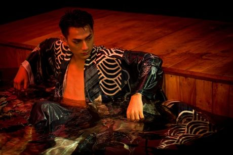 Isaac tranh thu 'khoe than' trong MV moi - Anh 2