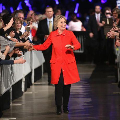 'Cuoc chien' xanh - do la lung dang sau sac ao cua Trump va Hillary - Anh 6