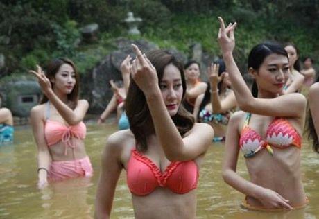 Sung sot truoc anh yoga cuc doc cua gai xinh Trung Quoc - Anh 10