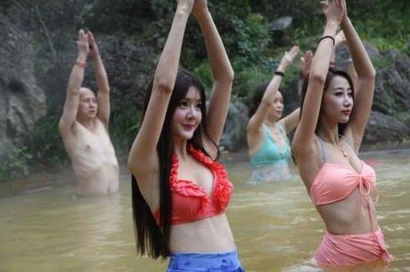 Sung sot truoc anh yoga cuc doc cua gai xinh Trung Quoc - Anh 11