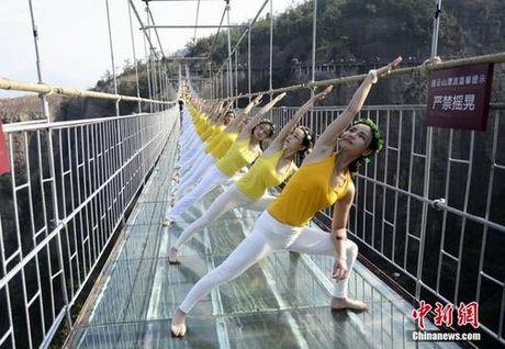 Sung sot truoc anh yoga cuc doc cua gai xinh Trung Quoc - Anh 13