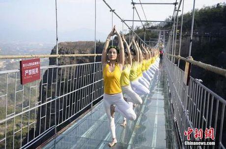 Sung sot truoc anh yoga cuc doc cua gai xinh Trung Quoc - Anh 14