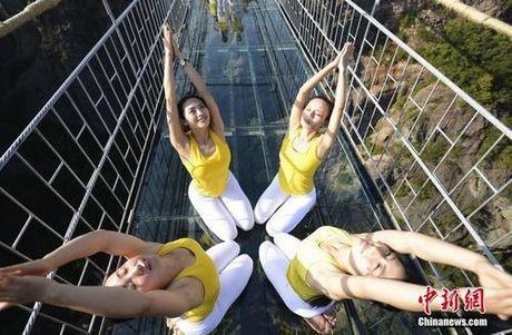 Sung sot truoc anh yoga cuc doc cua gai xinh Trung Quoc - Anh 15