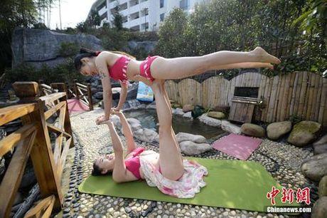 Sung sot truoc anh yoga cuc doc cua gai xinh Trung Quoc - Anh 2