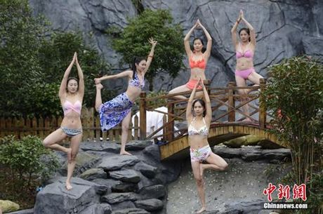 Sung sot truoc anh yoga cuc doc cua gai xinh Trung Quoc - Anh 3