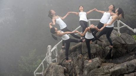 Sung sot truoc anh yoga cuc doc cua gai xinh Trung Quoc - Anh 6