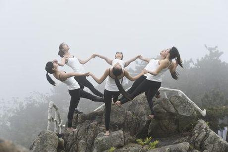 Sung sot truoc anh yoga cuc doc cua gai xinh Trung Quoc - Anh 7