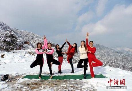 Sung sot truoc anh yoga cuc doc cua gai xinh Trung Quoc - Anh 8