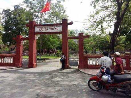 Hue: Lien tiep lam that lac bang tot nghiep hoc sinh - Anh 1