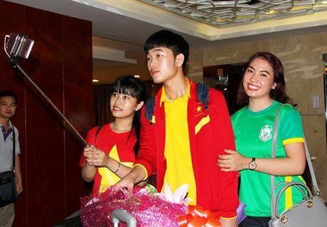 Xuan Truong, Cong Phuong… bi fan ham mo Can Tho bua vay - Anh 1