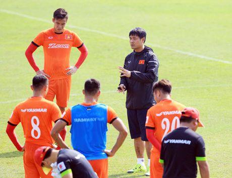 Nong: Huu Thang chi loai 4 cau thu truoc gio len duong du AFF Cup - Anh 1