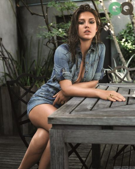 Phat sot voi ve sexy hut hon cua Lea Seydoux - Anh 1