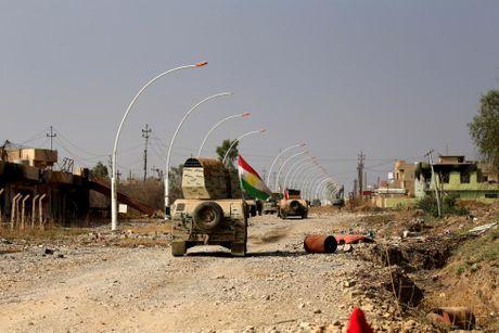 Hinh anh dan quan nguoi Kurd danh IS tai Bashiqa - Anh 10