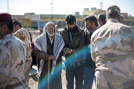 Chum anh nguoi dan Iraq chay loan khoi Mosul - Anh 4