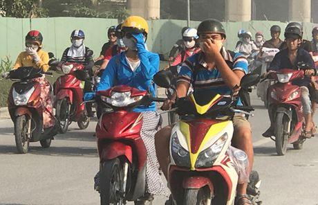 Nguoi di duong khon don vi bao bui o cua ngo Sai Gon - Anh 4