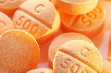 Sai lam khi bo sung vitamin C co the gay benh - Anh 1