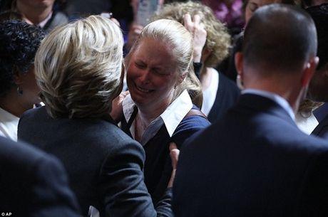 Hillary Clinton xuc dong thua nhan that bai - Anh 2