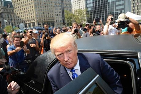 Donald Trump co the phai hau toa truoc ngay tuyen the - Anh 1