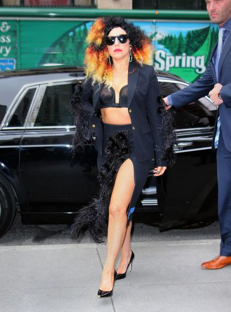 "Sam soi nhung trang phuc sieu ""ba dao"" cua Lady Gaga - Anh 4"