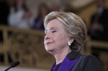Tai sao ba Clinton mac sac tim khi phat bieu nhan thua? - Anh 3