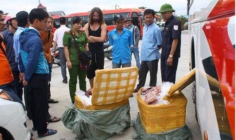 Hue: Thu giu hang tram kg noi tang thoi tren duong qua Lao tieu thu - Anh 1