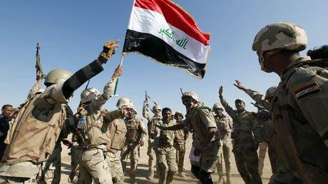 Clip: Quan doi Iraq giai phong thi tran chien luoc phia nam Mosul - Anh 1