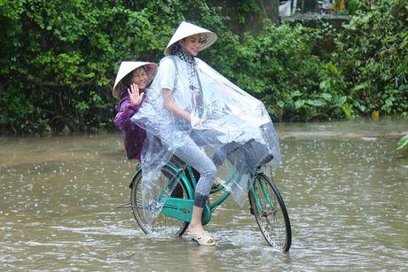 Hoa hau Pham Huong, A hau Thien Ly den Ha Tinh lam tu thien - Anh 3